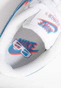 Nike Sportswear - FORCE 1 LV8 - Matalavartiset tennarit - white/blue hero/bright crimson - 2
