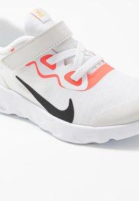 Nike Sportswear - EXPLORE STRADA - Matalavartiset tennarit - platinum tint/black/bright crimson/hyper royal - 2
