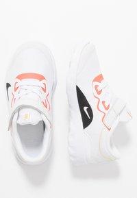 Nike Sportswear - EXPLORE STRADA - Matalavartiset tennarit - platinum tint/black/bright crimson/hyper royal - 0