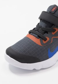 Nike Sportswear - EXPLORE STRADA - Sneakers basse - anthracite/hyper royal/cosmic clay/black - 2