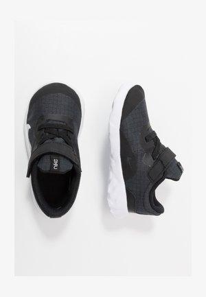 NIKE EXPLORE STRADA BTV - Zapatillas - black/white