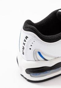 Nike Sportswear - AIR MAX TAILWIND - Sneakers basse - white/racer blue/summit white/vast grey/black - 2
