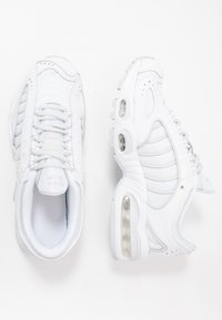 Nike Sportswear - AIR MAX TAILWIND IV - Trainers - white/pure platinum - 0