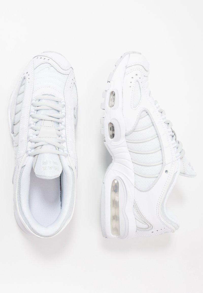 Nike Sportswear - AIR MAX TAILWIND IV - Zapatillas - white/pure platinum