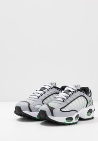 Nike Sportswear - AIR MAX TAILWIND IV - Trainers - wolf grey/green spark/white/black - 3