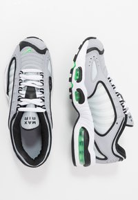 Nike Sportswear - AIR MAX TAILWIND IV - Trainers - wolf grey/green spark/white/black - 0