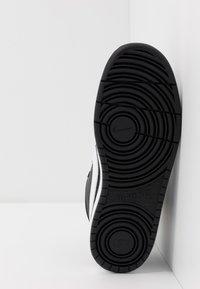Nike Sportswear - COURT BOROUGH MID - Sneakers alte - black/white - 5