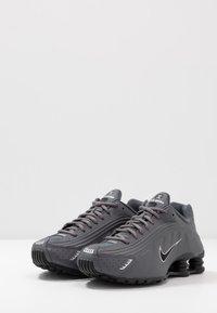 Nike Sportswear - SHOX R4 BG - Zapatillas - enigma - 3