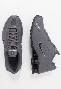 Nike Sportswear - SHOX R4 BG - Zapatillas - enigma - 0