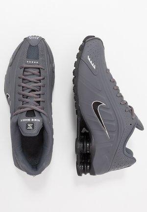 SHOX R4 BG - Sneakers basse - enigma