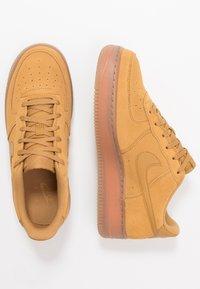 Nike Sportswear - AIR FORCE 1  - Sneakers basse - wheat/light brown - 0