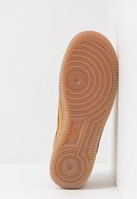 Nike Sportswear - AIR FORCE 1  - Sneakers basse - wheat/light brown - 5