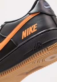 Nike Sportswear - AIR FORCE 1 LV8 5  - Baskets basses - black/bright ceramic/cool grey/white/medium brown - 2