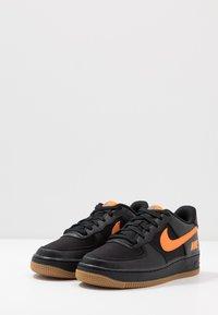 Nike Sportswear - AIR FORCE 1 LV8 5  - Baskets basses - black/bright ceramic/cool grey/white/medium brown - 3