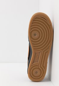 Nike Sportswear - AIR FORCE 1 LV8 5  - Baskets basses - black/bright ceramic/cool grey/white/medium brown - 5
