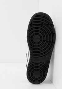Nike Sportswear - COURT BOROUGH - Trainers - black/white - 5