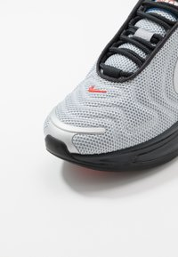 Nike Sportswear - AIR MAX 720 - Zapatillas - metallic silver/cosmic clay/off noir/hyper royal