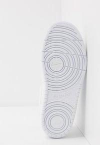 Nike Sportswear - COURT BOROUGH  - Sneakersy niskie - white - 5