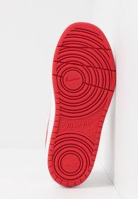 Nike Sportswear - COURT BOROUGH  - Baskets basses - white/university red - 5