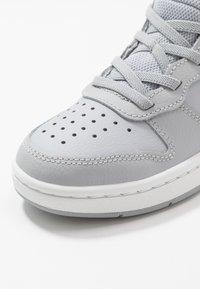 Nike Sportswear - COURT BOROUGH MID 2  - Vysoké tenisky - wolf grey/celestine blue/white - 2