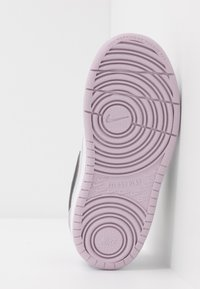 Nike Sportswear - COURT BOROUGH 2 - Sneakers laag - photon dust/off noir/iced lilac/white - 5