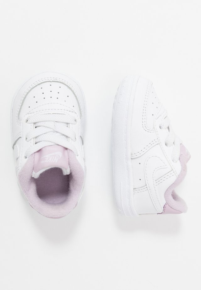 FORCE 1 CRIB - Babyschoenen - white/iced lilac