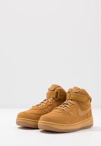 Nike Sportswear - FORCE 1 MID LV8 3 - Vysoké tenisky - wheat/light brown - 3