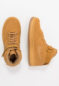 Nike Sportswear - FORCE 1 MID LV8 3 - Vysoké tenisky - wheat/light brown - 0