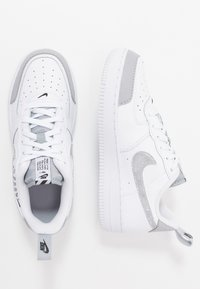 Nike Sportswear - FORCE 1 LV8 2 - Trainers - white/wolf grey/black - 0