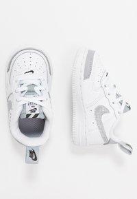 Nike Sportswear - FORCE 1 LV8 2 - Sneakers laag - white/wolf grey/black - 0