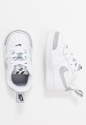 FORCE 1 LV8 2 - Sneaker low - white/wolf grey/black