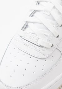 Nike Sportswear - AIR FORCE 1 - Matalavartiset tennarit - white/light bone - 2