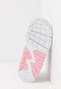 Nike Sportswear - AIR MAX 90 LTR - Sneakersy niskie - light smoke grey/metallic silver/white/pink - 5
