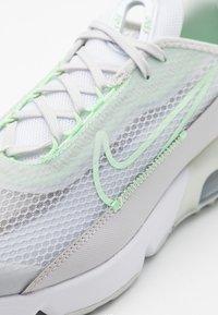 Nike Sportswear - AIR MAX 2090 - Sneakers laag - vast grey/vapor green/flat pewter/white - 5