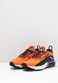 Nike Sportswear - AIR MAX 2090 UNISEX - Tenisky - magma orange/black/eggplant/habanero red - 3