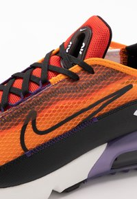 Nike Sportswear - AIR MAX 2090 UNISEX - Tenisky - magma orange/black/eggplant/habanero red - 2