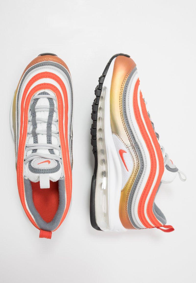 Nike Sportswear - AIR MAX 97 SE - Zapatillas - metallic red bronze/team orange/summit white