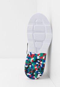 Nike Sportswear - AIR MAX MOTION 2 MC - Sneakers basse - black/university red/hyper blue/neptune green - 5