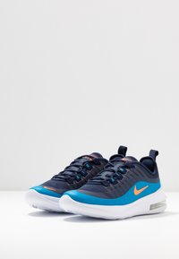 Nike Sportswear - AIR MAX AXIS - Sneakers basse - midnight navy/hyper crimson/laser blue