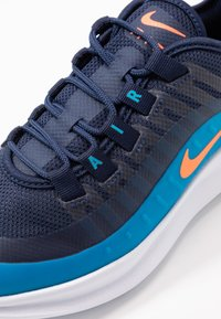 Nike Sportswear - AIR MAX AXIS - Sneakers basse - midnight navy/hyper crimson/laser blue - 2