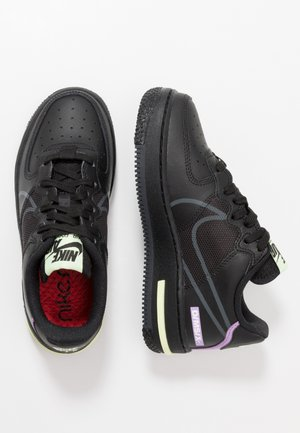 AIR FORCE 1 REACT - Tenisky - black/anthracite/violet star/barely volt