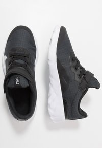 Nike Sportswear - EXPLORE STRADA - Zapatillas - black/white - 0