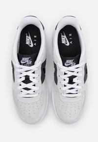 Nike Sportswear - AIR FORCE LV8 FRESH AIR - Sneakersy niskie - white/off noir/iron grey - 3