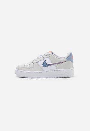 AIR FORCE LV8 FRESH AIR - Sneakers - pure platinum/indigo fog/white/hyper crimson