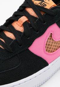 Nike Sportswear - AIR FORCE LV8 FRESH AIR - Tenisky - black/orange trance/lotus pink/white - 5