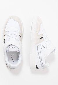 Nike Sportswear - SQUASH-TYPE - Sneakers laag - summit white/black/vast grey - 0