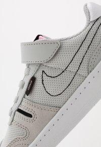 Nike Sportswear - SQUASH-TYPE - Tenisky - grey fog/black/pink/white - 2