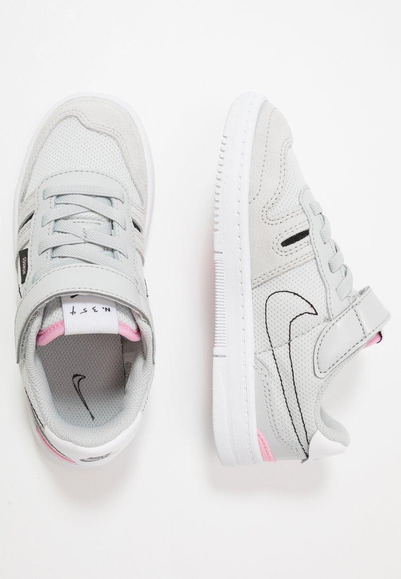 Nike Sportswear - SQUASH-TYPE - Tenisky - grey fog/black/pink/white