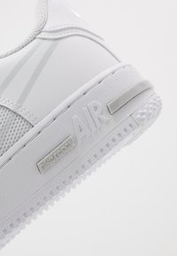 Nike Sportswear - AIR FORCE 1 REACT - Trainers - white/pure platinum - 5