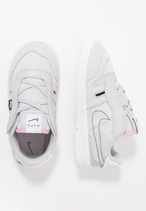 SQUASH TYPE - Zapatillas - grey fog/black/pink/white